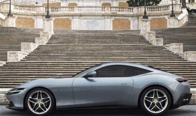 Roma, la Ferrari che fa discutere